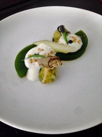 Tulle, Prancis: Huîtres en gelée, caviar, estragon ( Entrée Menu réveillon 2016 )