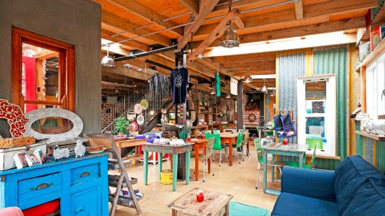 Storms River, South Africa: Cosy interior of the cafe...