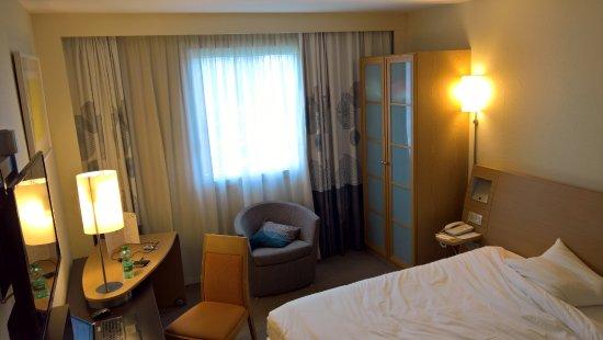 Chambre standard avec lit King size, frigo avec eaux offertes ...