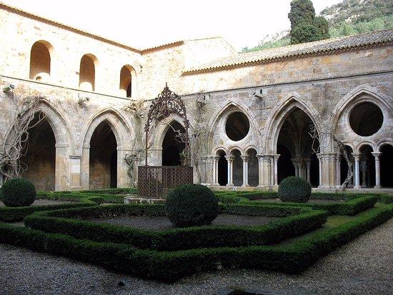 Abbaye de Fontfroide : Le cloître