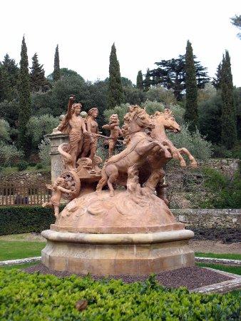 Abbaye de Fontfroide : Allégorie, dans les jardins privés de la famille Fayet