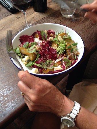 Berry, Australien: Caramelised pear salad
