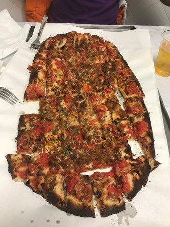 Calvino Pizzeria: Una pizza unica e spettacolare....raccomandatissimo,non puoi venire a Trapani e non passare da C