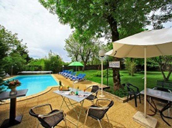 Gramat, Франция: piscine de l'hotel
