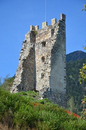 Varna, Italia: Die Ruine von Saler. Gut sichtbar von unseren schönen Platz aus