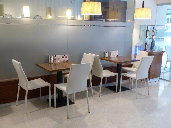 Hotel Norai : Salon moderne, idéal pour prendre un café et partager avec les responsable de l'hôtel