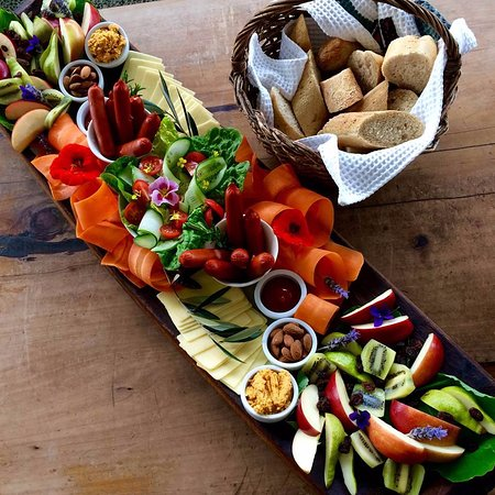 Warkworth, Nueva Zelanda: The Childrens' Platter - fresh and healthy and designed for sharing.