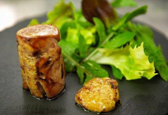Petrignano, Ιταλία: Coniglio arrotolato cotto a bassa temperatura, con torcione foie gras scottato e insalata di cam