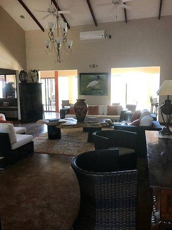 Hotel Rancho Humo Estancia: Hotel lounge
