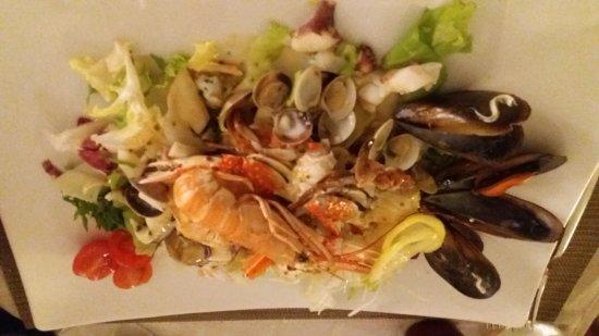 L'Araba Fenice: Antipasti: insalata di mare e polipo croccante