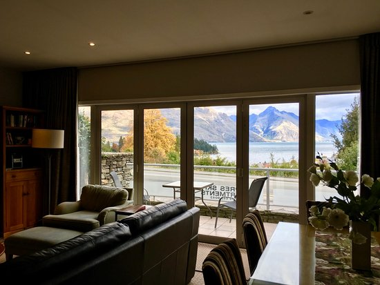 Queenstown House Boutique Bed & Breakfast & Apartments: Stunning view from our lounge