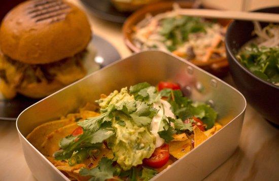 Bruut: Burgers - Nacho's - Ramen - Coleslaw