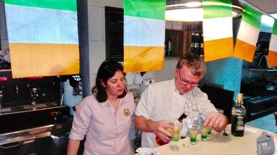 Руби, Испания: Chef haciendo chupito irlandeses