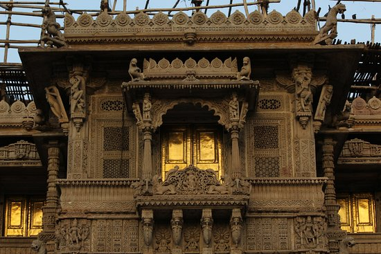Hathee Singh Jain Temple: The Golden Windows