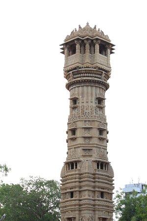 Hathee Singh Jain Temple: Stambh