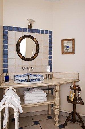 Treignac, Γαλλία: coin salle de bains chambre Joséphine