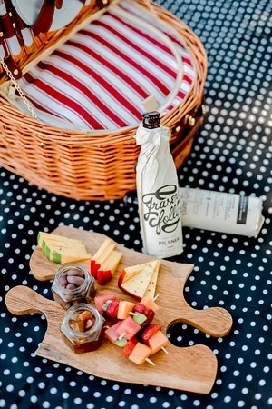 Swartberg Country Manor: Local fresh produce - gourmet picnic