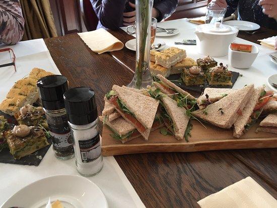 Beneden-Leeuwen, Niederlande: High tea