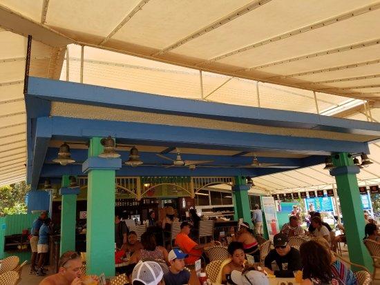 Iguana's: Dining area...