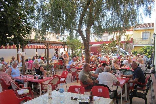Alcaucín, España: Bar Atila Garden