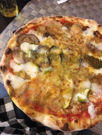 Selargius, Italy: Pizze e Dolci super!!! La pizza più buona!!!!