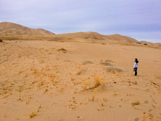 Mojave, CA: Trekking though the smaller dunes