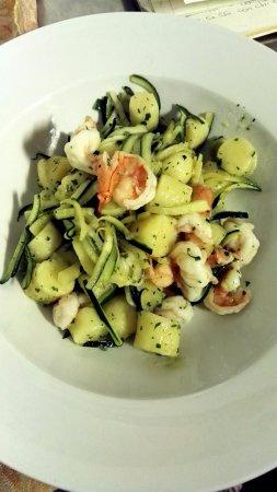 Meina, Italia: Gnocchi gamberi e zucchine