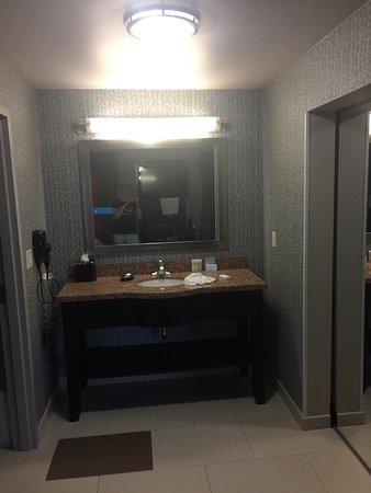 Hampton Inn & Suites Tulsa Central: photo1.jpg
