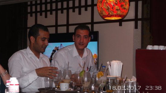 Tropitel Sahl Hasheesh: Busy working and always smiling !! bar guys - glasses always full