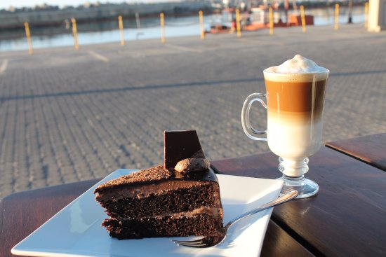 Lamberts Bay, Güney Afrika: what is better then a moist chocolate cake and a delicious cup of coffee after an amazing meal