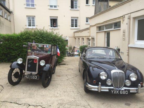 Neufchatel en Bray, France: PARKING HOTEL GRATUIT