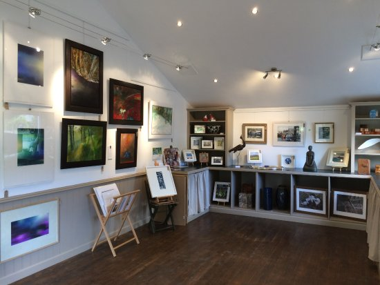 Comrie, UK: Local art for sale in the Gallery space