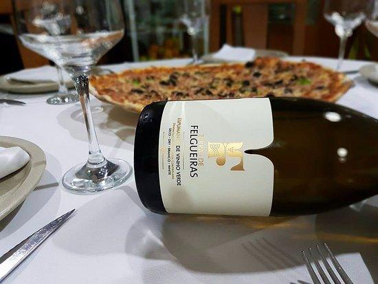 Pizza massa fina à italiana para acompanhar um bom espumante de Felgueiras