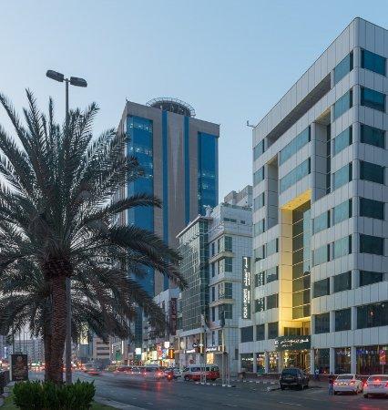 Four Points by Sheraton Bur Dubai: EXTERIOR