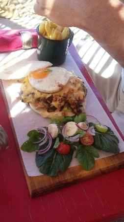 Stanford, Sudáfrica: Steak and mushroom pita with a soft egg