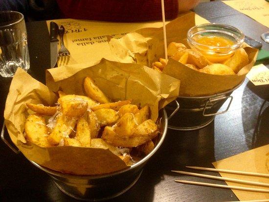 Gorgonzola, Италия: patate cacio e pepe