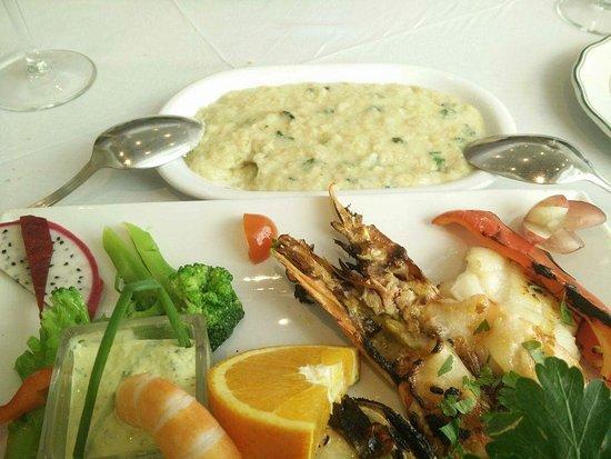 Sao Pedro de Moel, Portugal: Excelente almoço. Muito bom, em tudo.   Como entrada folhado Chevre com  nozes e mel. Depois Tag