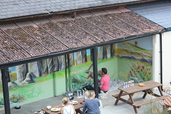Durrington, UK: Painting our lovely mural