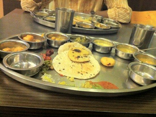 Rajdhani Restaurant: Standard Thali