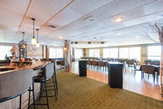 Bayview-Wildwood Restaurant: Echo's Dining Lounge overlooking Sparrow Lake