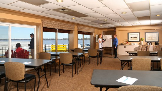 Bayview-Wildwood Restaurant: Glympse conference room - with a view.