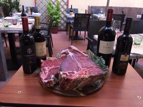 Scandicci, Italia: Bistecca all'aria aperta.