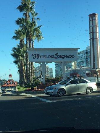Hotel del Coronado: Driving towards the hotel
