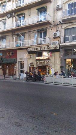 Mr Maxims Pastizzeria : lungomare di Sliema