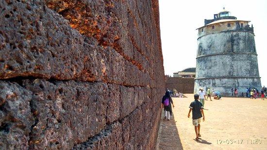 Sinquerim, India: Old walls