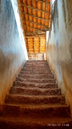 Sinquerim, India: Stairs to the top