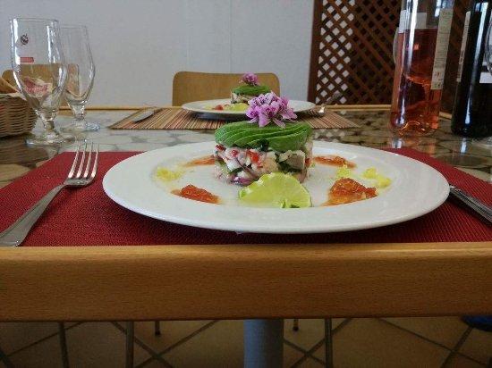 Bordeira, Portugal: Ceviche de dourada e gamba da costa com abacate - prato típico do Peru feito pelo Chef Gomes