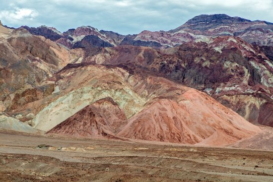 Artist's Drive : pastel rock formations on an overcast day