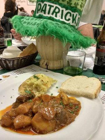 Signa, Italy: San Patrizio, birra verde e Irish stew