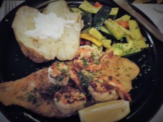 Fairfield Glade, TN: My broiled grouper & shrimp